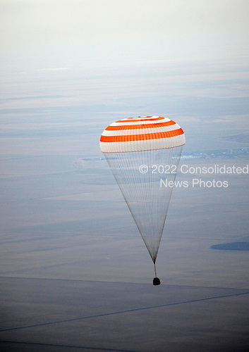The Soyuz TMA-19 spacecraft is seen as it descends with Expedition 25 Commander Doug Wheelock and Flight Engineers Shannon Walker and Fyodor Yurchikhin near the town of Arkalyk, Kazakhstan on Friday, November 26, 2010.  Russian Cosmonaut Yurchikhin and NASA Astronauts Wheelock and Walker, are returning from six months onboard the International Space Station where they served as members of the Expedition 24 and 25 crews..Mandatory Credit: Bill Ingalls / NASA via CNP