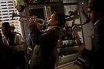 """Fanfarria Taquikardia kalean jotzen. Ondarru (Euskal Herri) 2013ko Urriaren 11a. Marabilli sormen festibala"""" Aitzol Aramaio zenaren indarrarekin jaiotako egitasmo bat da eta helburua da hainbat artista Ondarroan biltzea, idazleak, musikariak, zinegileak, antzerkilariak, artista plastikoak, diseinatzaileak...  (Gari Garaialde / Bostok Photo)"""