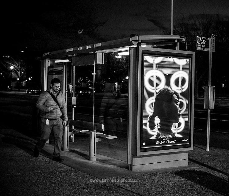 Waiting for the bus, Washington DC 2017