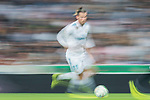 Gareth Bale of Real Madrid (L) fights for the ball with Aissa Mandi of Real Betis (R) during the La Liga 2017-18 match between Real Madrid and Real Betis at Estadio Santiago Bernabeu on 20 September 2017 in Madrid, Spain. Photo by Diego Gonzalez / Power Sport Images