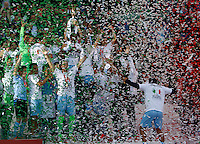 Calcio, finale di Coppa Italia: Roma vs Lazio. Roma, stadio Olimpico, 26 maggio 2013..Lazio captain Stefano Mauri, surrounded by teammates, holds up the Italian Cup at the end of the football final match between AS Roma and Lazio at Rome's Olympic stadium, 26 May 2013. Lazio won 1-0..UPDATE IMAGES PRESS/Isabella Bonotto....
