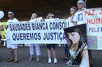 SAO PAULO, 18 DE AGOSTO DE 2012 - MANIFESTACAO CASO BIANCA - Manifestantes protestam pedindo que o assasino da menina Bianca seja levado a Juri Popular e por aumento da pena maxima para crimes ediondos, no vao lire do MASP, Avenida Paulista, regiao central da capital, no inicio da tarde deste sabado. FOTO: ALEXANDRE MOREIRA - BRAZIL PHOTO PRESS