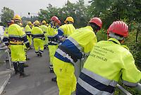 - Civil Defence volunteers of some municipalities south of Milan clean the banks of the River Lambro to prevent damage in case of flood..- volontari della Protezione Civile di alcuni comuni a sud di Milano puliscono le rive del fiume Lambro per prevenire i danni in caso di alluvione
