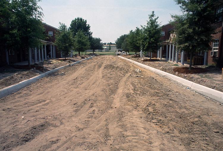 1993 June 21..Assisted Housing..Diggs Town (6-6)..Interim.Exterior.Road cut looking Northwest toward 1440 Melon Street...NEG#.NRHA#..HOUSING: DiggsTn1 20:2