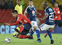 BOGOTA - COLOMBIA, 04-08-2018: Felipe Banguero Millan (Der) jugador de Millonarios disputa el balón con Yulian Anchico (Izq) jugador de Deportivo Independiente Medellín durante partido por la fecha 3 de la Liga Águila II 2018 jugado en el estadio Nemesio Camacho El Campin de la ciudad de Bogotá. / Felipe Banguero Millan (R) player of Millonarios fights for the ball with Yulian Anchico (L) player of Deportivo Independiente Medellin during the match for the date 3 of the Liga Aguila II 2018 played at the Nemesio Camacho El Campin Stadium in Bogota city. Photo: VizzorImage / Gabriel Aponte / Staff.