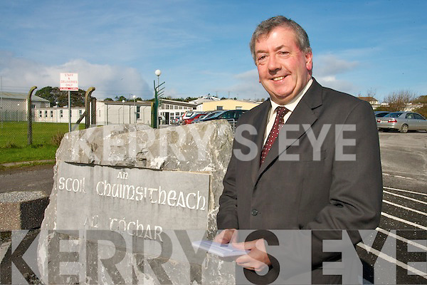 TOP OF THE CLASS: John O'Regan who has retired as principle of Causeway Comprehensive School.   Copyright Kerry's Eye 2008