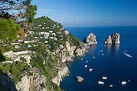 Italy, Campania, Capri: Faraglioni rocks from Belvedere del Cannone   Italien, Kampanien, Provinz Neapel, Capri: Blick von Belvedere del Cannone zu den Faraglioni