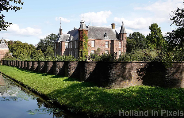Nederland Oud-Zuilen - Augustus 2018. Slot Zuylen is een van de oudste kastelen aan de Vecht. Het Slot heeft een rijke familiegeschiedenis met invloedrijke bewoners, waarin vrouwen, zoals schrijfster Belle van Zuylen, een prominente rol spelen.   Foto Berlinda van Dam / Hollandse Hoogte