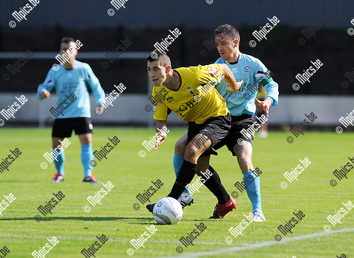 2011-09-25 / Voetbal / seizoen 2011-2012 / Berchem Sport - Ganshoren / Nico Lansu (Berchem) met Walschap in de rug..Foto: Mpics