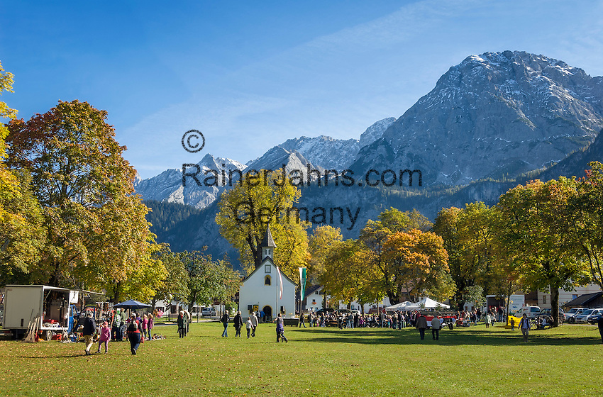 Austria, Tyrol, Ehrwald: village festival at Martin Square with chapel St. Martin and Mieminger Mountains | Oesterreich, Tirol, Ehrwald: Dorffest auf dem Martinsplatz mit der Martinskapelle vor dem Mieminger Gebirge (auch Mieminger Kette genannt)