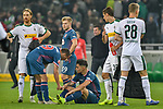 04.11.2018, Stadion im Borussia-Park, Moenchengladbach, GER, 1. FBL, Borussia Moenchengladbach vs. Fortuna Duesseldorf, DFL regulations prohibit any use of photographs as image sequences and/or quasi-video<br /> <br /> im Bild unzufrieden / enttaeuscht / niedergeschlagen / frustriert, die Mannschaft von Duesseldorf<br /> <br /> Foto &copy; nordphoto/Mauelshagen