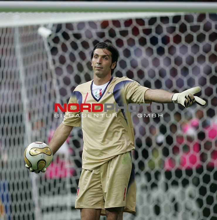 FIFA WM 2006 - Final / Finale<br /> Play #64 (09-Jul) - Italy vs France.<br /> Goalkeeper Gianluigi Buffon from Italy with ball during the match of the World Cup in Berlin.<br /> Foto &copy; nordphoto