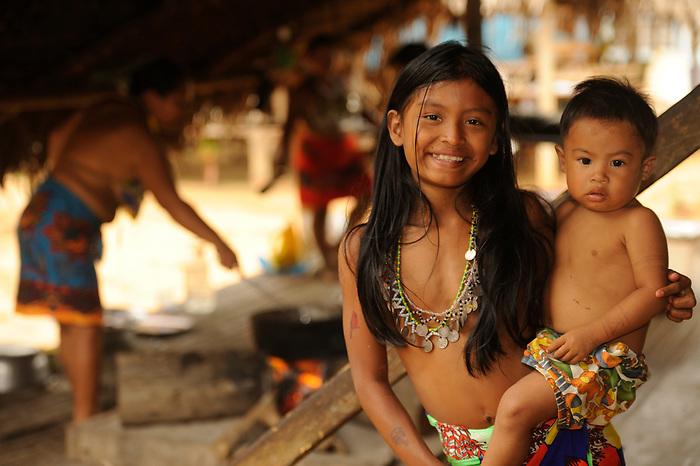 Familia emberá / comunidad indígena emberá, Panamá.<br /> <br /> Víctor Santamaría.