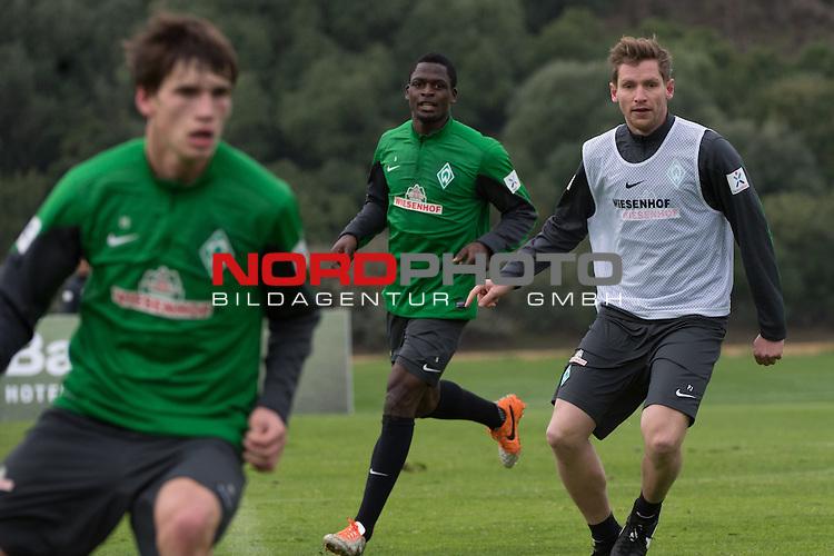 Trainingsgel&auml;nde, Jerez, ESP, 1.FBL, Trainingslager Werder Bremen 2014,  10.01.2014, <br /> <br /> Assani Lukimya (Bremen #5)<br /> Peer J&auml;ckel (J&auml;ckel) (Werder Bremen Co Trainer und Scourt)<br /> Foto &copy; nordphoto/ Kokenge