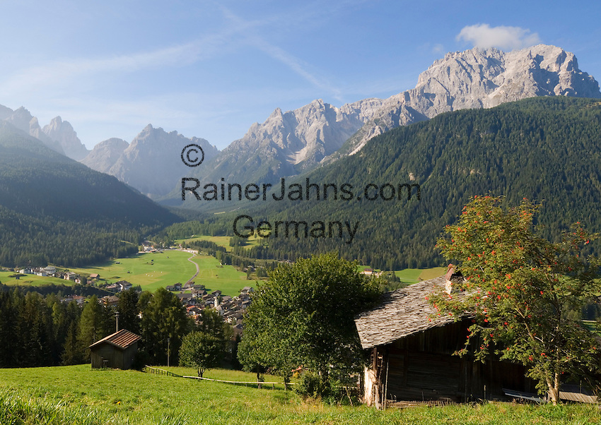 Italy, South Tyrol, Alto Adige, Dolomites, Val di Sesto, Moso, district of Sesto Pusteria with view into Val Fiscalina, Sesto's Mountain Sun Dial and Punta Tre Scarperi mountains