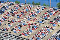 """KFZ Logistik in Bremerhaven: EUROPA, DEUTSCHLAND,BREMEN,  BREMERHAVEN  (EUROPE, GERMANY), 16.06.2010: Die aus der 1877 gegruendeten Bremer Lagerhaus Gesellschaft AG entstandene BLG Logistics Group ist heute mit 6.800 Mitarbeitern der europaeische Branchenfuehrer in der Kfz-Logistik. Das Autoterminal der BLG verfuegt ueber eine Gesamtflaeche von drei Millionen Quadratmetern und hat Platz für 120.000 Fahrzeuge. Der Gesamtwert der Fahrzeuge belaeuft sich bei voller Auslastung auf ca. 3,6 Milliarden Euro. Mit einem Gesamtumschlag von ueber zwei Millionen Fahrzeugen 2007  ist Bremerhaven der fuehrende Auto-Umschlagplatz in Europa. Die meisten der für den deutschen Markt bestimmten Import-Fahrzeuge gelangen ueber Bremerhaven nach Deutschland.<br /> Neben den Automobilen werden rund eine Million Tonnen sogenannter High & Heavy-Gueter sowie Stueckgueter und Schwergueter bis 200 Tonnen Gewicht im Ro/Ro-Umschlag bewegt. Bei den """"High & Heavy""""-Guetern handelt es sich um Baumaschinen, Bagger, Kettenfahrzeuge, Autokrane, landwirtschaftliche Geraete, Traktoren, Maehdrescher und andere Erntemaschinen, Lkw, Zugmaschinen und auch Lokomotiven. Der ICE-Testzug für Amtrak in den USA sowie der nach China gelieferte Transrapid wurden ueber Bremerhaven verschifft.<br /> Luftbilder, Luftfoto, Luftfotos, Luftphoto, Luftphotos, menschenleer, Motors, Neuwagen, Neuwagenparkplatz, niemand, oben, PKW, PKWs, Parkhaus, Parkpalette, Tag, Tage, Tageslicht, tagsueber, tagsueber, Vogelperspektive, Vogelperspektiven, von, Wagen,"""