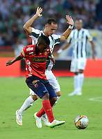 MEDELLIN - COLOMBIA -15 -03-2015: Alejandro Guerra (Der.) jugador de Atletico Nacional disputa el balón con Didier Moreno (Izq.) jugador de Deportivo Independiente Medellin, durante partido entre Atletico Nacional y Deportivo Independiente Medellin por la fecha 10 la Liga Aguila I 2015, jugado en el estadio Atanasio Girardot de la ciudad de Medellin.  / Alejandro Guerra (R), player of Atletico Nacional fights for the ball with Didier Moreno (L) player of Deportivo Independiente Medellin during a match for the date 10 between Atletico Nacional and Deportivo Independiente Medellin the Liga Aguila I 2015 at the Atanasio Girardot stadium in Medellin city. Photo: VizzorImage. / Leon Monsalve / Str.
