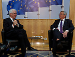 Brussels-Belgium - February 02, 2015 -- Jean-Claude JUNCKER (ri), President of the European Commission, receives Winfried KRETSCHMANN (le),  Minister-President of the state of Baden-Wuerttemberg (Germany) -- Photo: © HorstWagner.eu