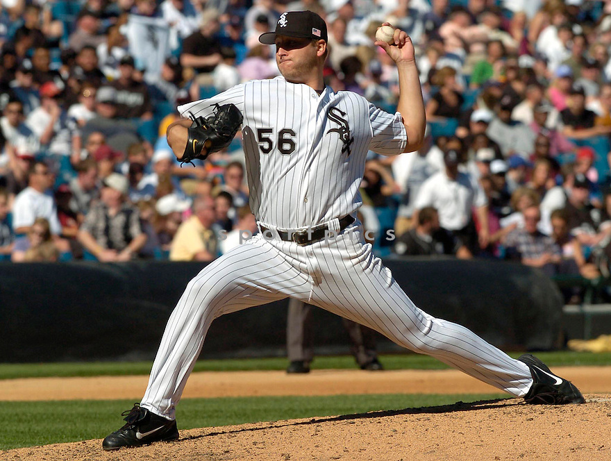 Mark Buehrle of the Chicago White Sox in action against the Los Angeles Angels. ....White Sox won  5-4.....David Durochik / SportPics..