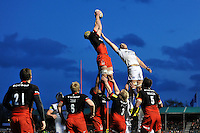 Kelly Brown of Saracens wins the ball at a lineout. Aviva Premiership match, between Saracens and Bath Rugby on January 30, 2016 at Allianz Park in London, England. Photo by: Patrick Khachfe / Onside Images
