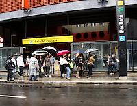 SAO PAULO, 14 DE MAIO DLE 2012. CLIMA E TEMPO EM SAO PAULO. Chuva durante a tarde de segunda feira na região central de São Paulo. FOTO:  ADRIANA SPACA - BRAZIL PHOTO PRESS