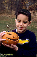 HS24-317z  Pumpkin - child with jack-o-lanterns