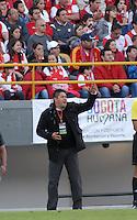BOGOTA - COLOMBIA -04 -05-2014: Wilson Gutierrez tecnico de Independiente Santa Fe, durante partido de vuelta entre Independiente Santa Fe y Once Caldas por los cuartos de final de la Liga Postobon I-2014, jugado en el estadio Nemesio Camacho El Campin de la ciudad de Bogota. / Wilson Gutierrez, coach of Independiente Santa Fe during a match for the second leg between Independiente Santa Fe and Once Caldas for the quarter of finals of the Liga Postobon I -2014 at the Nemesio Camacho El Campin Stadium in Bogota city, Photos: VizzorImage  / Luis Ramirez / Staff.