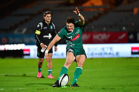 Colin Slade of Pau kicks a penalty during the French Top 14 match between Racing 92 and Pau at Stade Yves Du Manoir on November 4, 2017 in Colombes, France. (Photo by Dave Winter/Icon Sport)