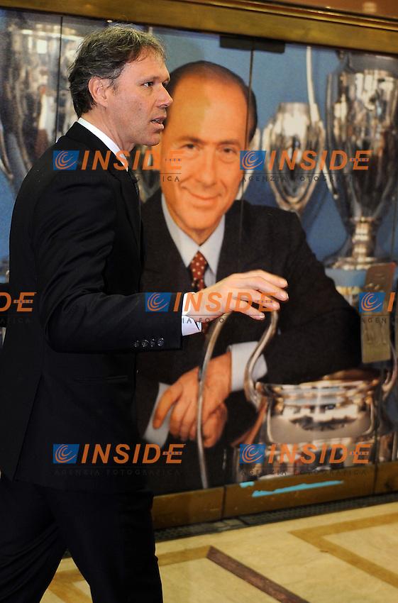 MArco VAN BASTEN<br /> Milano, 13/03/2011 Teatro Manzoni<br /> 25&deg; anniversario di presidenza Berlusconi al Milan<br /> Campionato Italiano Serie A 2010/2011<br /> Foto Nicolo' Zangirolami Insidefoto