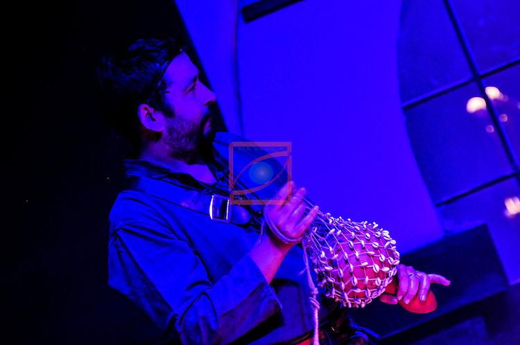 """Jordi Comas """"Peligru"""" - Tarota, sac de gemecs, corn, grall - Els Berros de la Cort  a la Sala Sielu de Manresa - Fira Meditarranea 2012"""