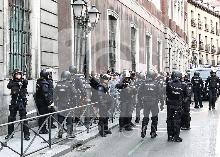 """The police intervened to control people of the manifestation of far-right group , Hogar Social Madrid under the slogan """" Defend Spain , defend your people """", in the streets of Gran Via , San Bernardo and Plaza Dos de Mayo.  May 21, 2016. (ALTERPHOTOS/Rodrigo Jimenez)"""