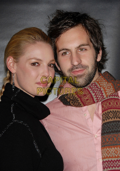 "KATHERINE HEIGL & JOSH KELLEY.Arrivals at the Paramount Pictures' Premiere of ""Dreamgirls"" held at The Wilshire Theatre, Beverly Hills, California, USA, December 11th 2006..portrait headshot katharine kelly.CAP/DVS.©Debbie VanStory/Capital Pictures"