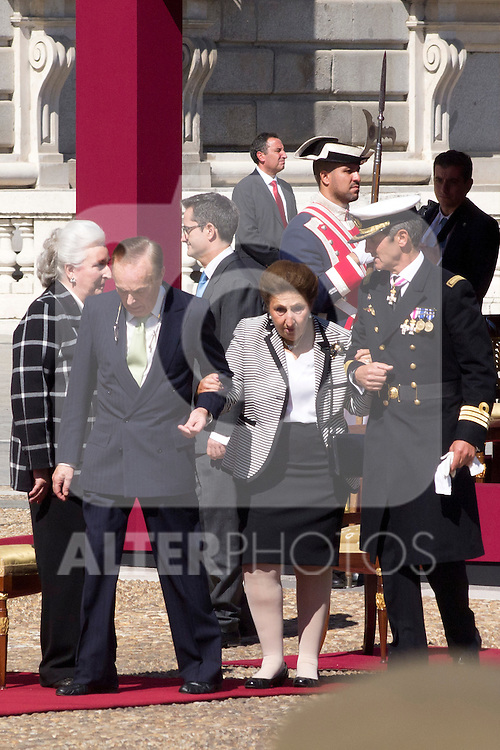01.10.2012. The Spanish Royal Family, King Juan Carlos, Queen Sofia, Prince Felipe, Princess Letizia and Princess Elena attend the imposition of collective Distinguished Cross San Fernando Al Banner Armored Cavalry Regiment ´Alcántara´ No. 10 in the Royal Palace in Madrid, Spain. In the image Dukes of Soria, Princess Margarita de Borbon and Carlos Zurita (Alterphotos/Marta Gonzalez)