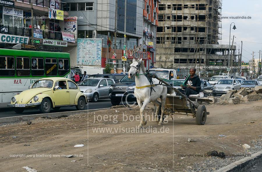 ETHIOPIA , Addis Ababa, suburban, horse wagon on the middle path of four lane road / AETHIOPIEN, Addis Abeba, Verkehr, Pferdewagen