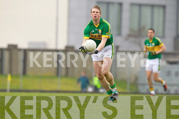 Tomas O Se Kerry in action against \\ Cork in the National Football League at Austin Stack park, Tralee on Sunday.