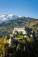 Oesterreich, Salzburger Land, Pongau, Werfen im Salzachtal: Festung Hohenwerfen vor dem Hochkoenig (2.941 m) | Austria, Salzburger Land, Pongau, Werfen at Salzach Valley: Hohenwerfen Castle and Hochkoenig mountains
