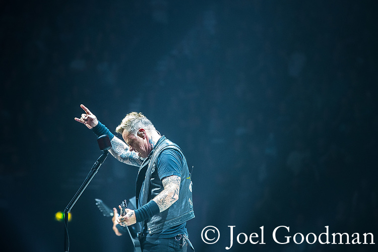 © Joel Goodman - 07973 332324 . 28/10/2017 . Manchester , UK . James Hetfield . Metallica perform at the Manchester Arena . Photo credit : Joel Goodman