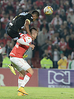 BOGOTÁ -COLOMBIA, 06-12-2014. Michael Rangel (Der) jugador de Independiente Santa Fe disputa el balón con Jose Luis Moreno (Izq) jugador de Once Caldas durante partido por la fecha 5 de los cuadrangulares semifinales de la Liga Postobón II 2014 jugado en el estadio Nemesio Camacho el Campín de la ciudad de Bogotá./ Michael Rangel (R) player of Independiente Santa Fe fights for the ball with Jose Luis Moreno (L) player of Once Caldas during the match for the 5th date of the semifinal quadrangular of the Postobon League I 2014 played at Nemesio Camacho El Campin stadium in Bogotá city. Photo: VizzorImage/ Gabriel Aponte / Staff