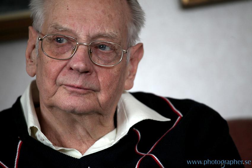Bertil Ströberg i sin lägenhet på Lindingö