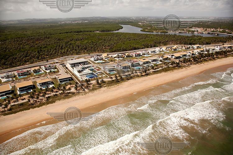 Exclusive seafront villas in Praia do Paiva (Paiva beach).