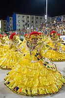 SANTOS, SP, 29.01.2016 - CARNAVAL-SANTOS - Integrantes da escola de samba Brasil, durante desfile do Carnaval de Santos 2016 na Passarela do Samba Dráusio da Cruz, na zona noroeste em Santos/SP, nesta sexta-feira, 29. (Foto: Flavio Hopp / Brazil Photo Press)