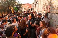Roma, quartiere Tiburtino, 11 settembre 2015, la 'Marcia delle donne e degli uomini scalzi' che dal centro Baobab di via Cupa è arrivata alla stazione Tiburtina per testimoniare solidarietà a quanti in questi giorni stanno scappando da guerre e povertà e per chiedere un cambio di rotta nelle politiche migratorie europee. - Rome, Tiburtino district, September 11th 2015, the 'Marcia delle donne e degli uomini scalzi' (march of the men and women barefoot) from the center Baobab of Via Cupa came to the Tiburtina station to show solidarity with all those who in these days are fleeing from wars and poverty and to demand a change of course in European migration policies.