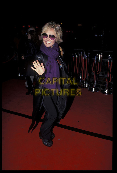 LULU.06 November 2000.Ref: 10162.full length, full-length, sunglasses, shades, waving.*RAW SCAN- photo will be adjusted for publication*.www.capitalpictures.com.sales@capitalpictures.com.©Capital Pictures
