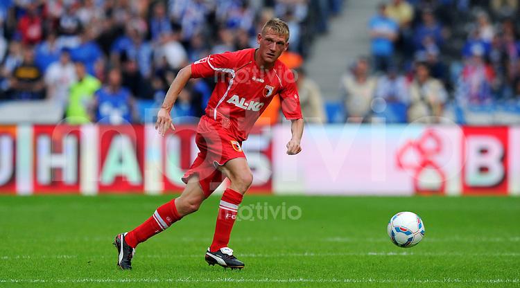 17. September 2011: Berlin, Olympiastadion: Fussball 1. Bundesliga, 6. Spieltag: Hertha BSC - FC Augsburg: Augsburgs Axel Bellinghausen am Ball.