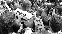 Raider QB Kenny Stabler surrounded by fans..(1979 photo /Ron Riesterer