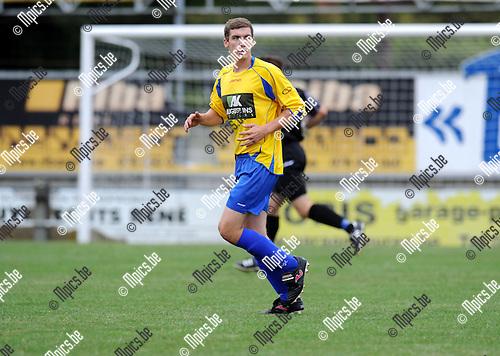 2012-08-09 / Voetbal / seizoen 2012-2013 / Wuustwezel / Thomas Hertsen of Jeffrey De Morteleire..Foto: Mpics.be