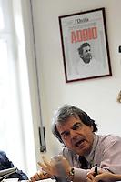 Roma, 24 Marzo 2009.Il ministro Renato Brunetta nella redazione del quotidiano L'Unità .Rome, 24 March 2009.Minister Renato Brunetta in the daily newspaper L'Unità