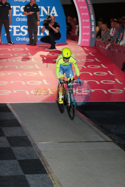 Jesus Hernandez (ESP) Tinkoff powers off the start ramp of Stage 1 of the 2016 Giro d'Italia, an individual time trial of 9.8km around Apeldoorn, The Nethrerlands. 6th May 2016.<br /> Picture: Eoin Clarke | Newsfile<br /> <br /> <br /> All photos usage must carry mandatory copyright credit (&copy; Newsfile | Eoin Clarke)