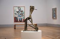 """Die Ausstellung """"Picasso. Das spaete Werk"""" wird vom 9. Maerz bis 16. Juni 2019 im Potsdamer Museum Barberini gezeigt.  Alle Leihgaben, Gemaelde, Keramiken, Skulpturen und Graphiken von Pablo Picasso (1881–1973), stammen aus der Sammlung Jacqueline Picasso (1927–1986).<br /> In der von Gastkurator Bernardo Laniado-Romero getroffenen Auswahl befinden sich zahlreiche Werke, die erstmalig in Deutschland gezeigt werden sowie einige, die zum ersten Mal in einem Museum praesentiert werden.<br /> Im Bild: """"Badende beim Spiel"""", Bronze, Cannes 1958.<br /> 7.3.2019, Potsdam<br /> Copyright: Christian-Ditsch.de<br /> [Inhaltsveraendernde Manipulation des Fotos nur nach ausdruecklicher Genehmigung des Fotografen. Vereinbarungen ueber Abtretung von Persoenlichkeitsrechten/Model Release der abgebildeten Person/Personen liegen nicht vor. NO MODEL RELEASE! Nur fuer Redaktionelle Zwecke. Don't publish without copyright Christian-Ditsch.de, Veroeffentlichung nur mit Fotografennennung, sowie gegen Honorar, MwSt. und Beleg. Konto: I N G - D i B a, IBAN DE58500105175400192269, BIC INGDDEFFXXX, Kontakt: post@christian-ditsch.de<br /> Bei der Bearbeitung der Dateiinformationen darf die Urheberkennzeichnung in den EXIF- und  IPTC-Daten nicht entfernt werden, diese sind in digitalen Medien nach §95c UrhG rechtlich geschuetzt. Der Urhebervermerk wird gemaess §13 UrhG verlangt.]"""