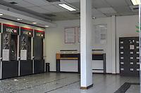 SAO PAULO,SP - 12.12.2014 - BANDIDOS DETONAM BANCO NA ZONA SUL - Bandidos trocam tiros com a PM após detonarem caixas eletrônicos dentro de agência Bancária no Bairro do Grajaú, zona sul de São Paulo na madrugada desta sexta-feira (12). O banco fica em frente na Avenida Belmira Marin, frente ao terminal Grajaú de ônibus, ninguém se feriu na ação e ninguém foi preso.<br /> <br /> (Foto: Fabricio Bomjardim / Brazil Photo Press)